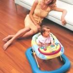 Ходунки для дитини – за і проти