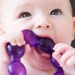 Прорізування зубів – як допомогти дитині?
