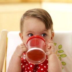 Коли і який чай можна давати дитині?